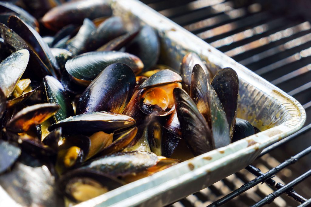 10 food you've probably never grilled before_grilled_mussels