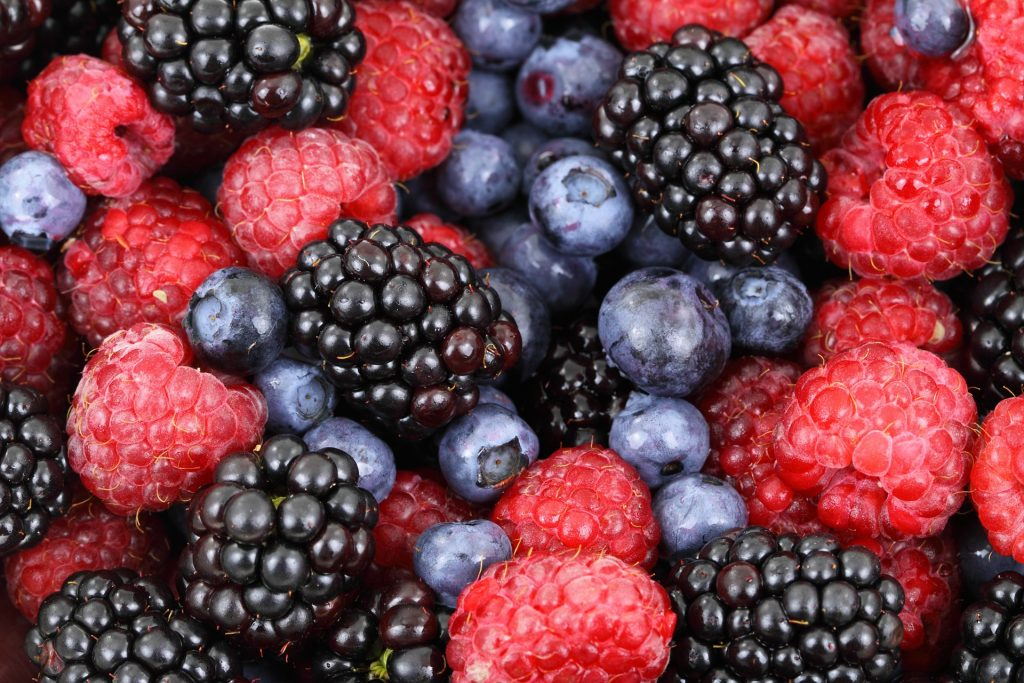 7 Hydrating foods to add to your diet this summer_berries