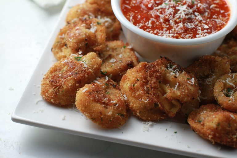 Crispy Cheese Tortellini Appetizer with a kick_2