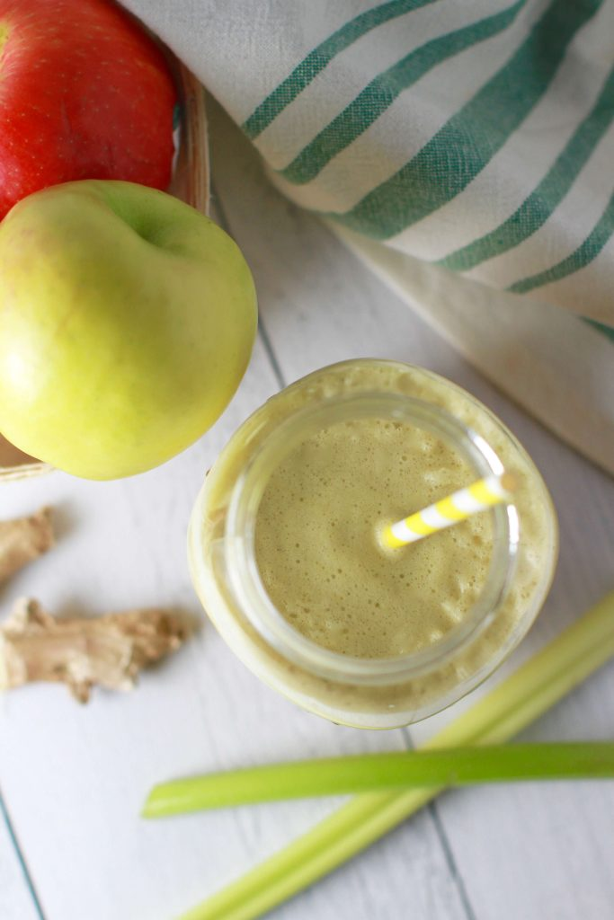 Detoxing celery, apple, ginger juice_1