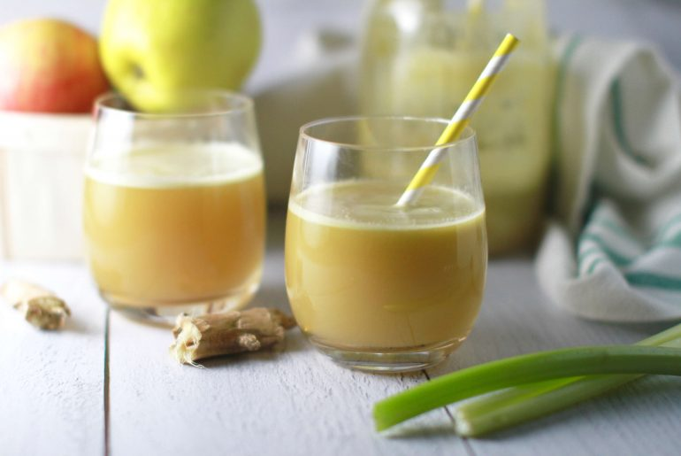 Detoxing celery, apple, ginger juice_2