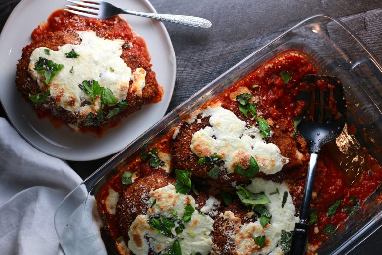 Easy Chicken Parmesan Recipe is a perfect weeknight dinner2