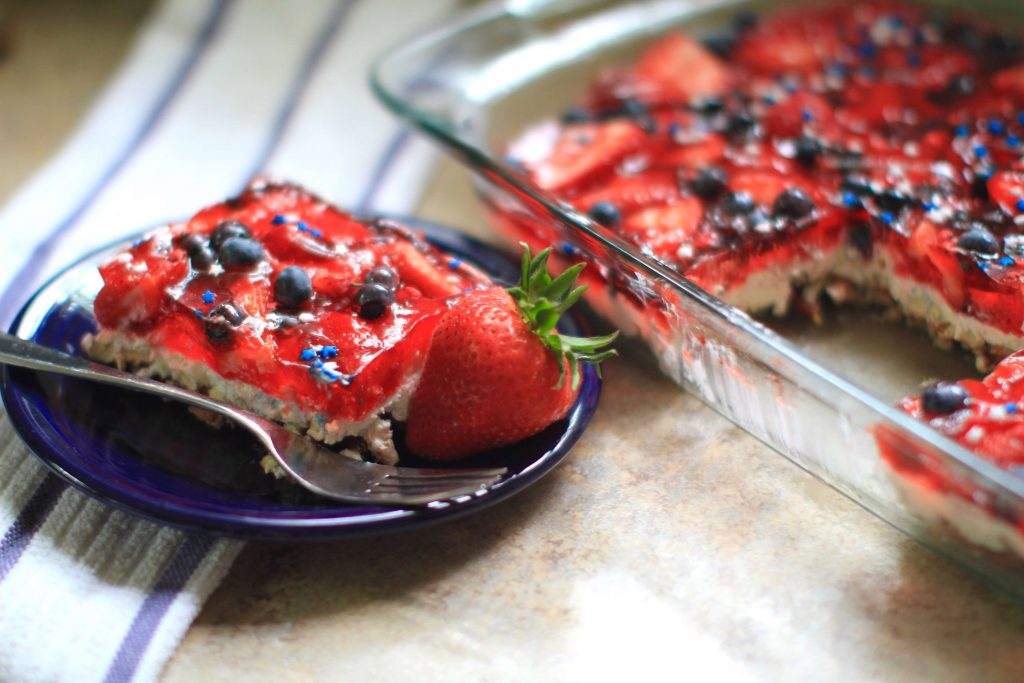 Mixed berry pretzel salad: recipe & video by Everybody Craves