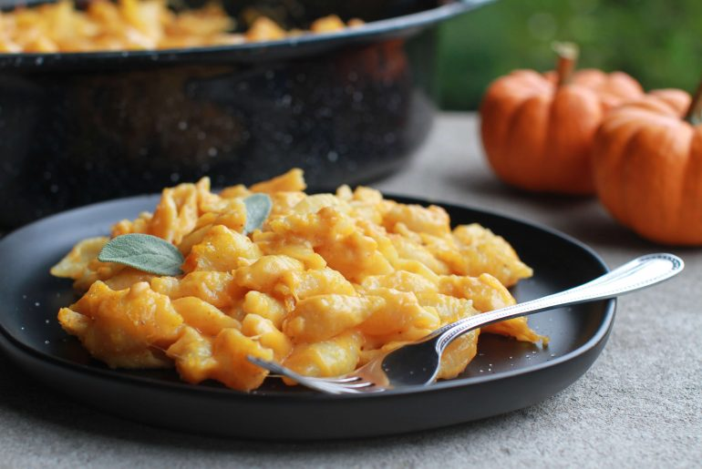 Pumpkin Mac and Cheese perfect for fall7