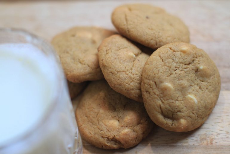 Pumpkin-Spice-White-Chocolate-Chip-Cookies-are-perfect-for-fall