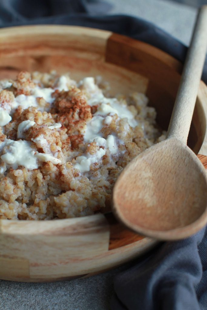 Slow cooker cinnamon roll oatmeal