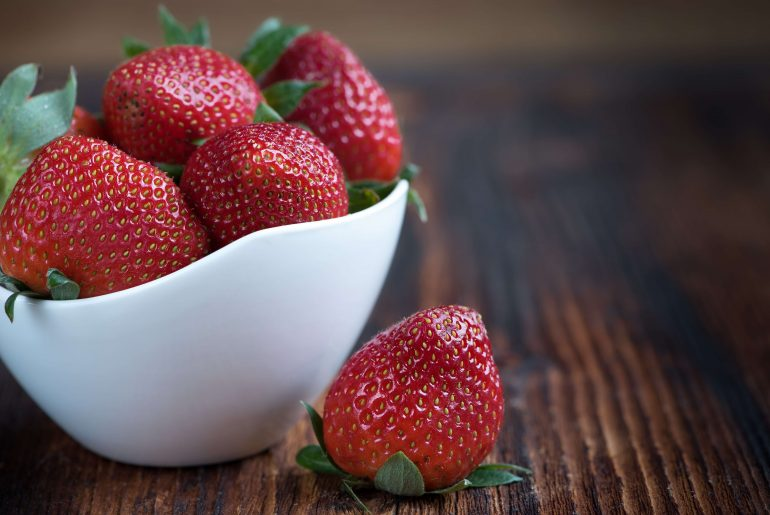 The best way to wash your strawberries